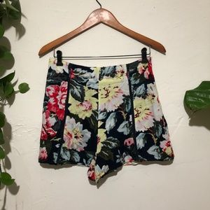 MINKPINK High Rise Loose Floral Shorts Size M